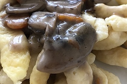 Spätzle mit Champignon-Rahm-Sauce 11