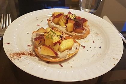 Süßkartoffel Toast mit Erdbeeren, Ziegenfrischkäse und Minze 1