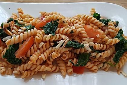 Spinat-Tomaten-Nudeln (Bild)
