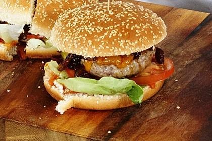 Cheeseburger mit Erdbeer-Ketchup