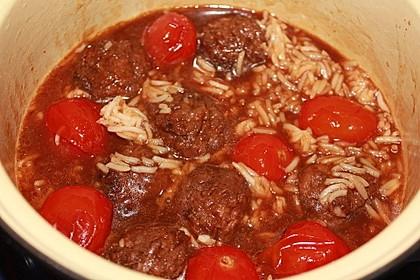 Pilzbällchen-Tomaten-Reis-Topf mit Bratensoße