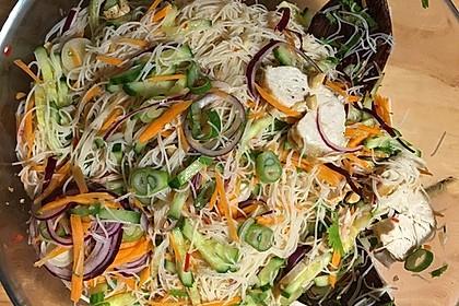 Thai-Salat mit Hähnchen (Bild)