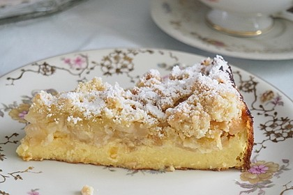 Feiner Apfel-Birnenkuchen mit Quark-Joghurtcreme und mürben Butter-Mandelstreuseln 2