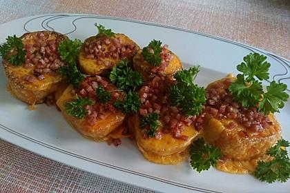 Gebackene Süßkartoffelscheiben mit Cheddar und Speck-Schalotten-Mischung 1