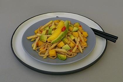 Reisnudelsalat mit Avocado, Mango und Kohlrabi