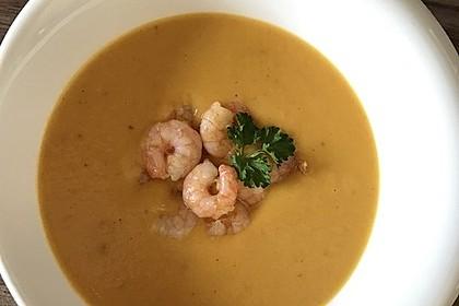 Karotten-Ingwer-Suppe mit Kokos-Garnelen