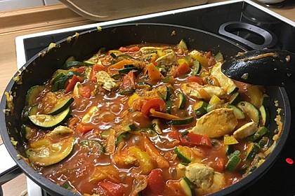 Low-Carb Zucchini-Paprika-Hähnchen-Pfanne 4