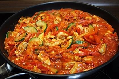 Low-Carb Zucchini-Paprika-Hähnchen-Pfanne 1