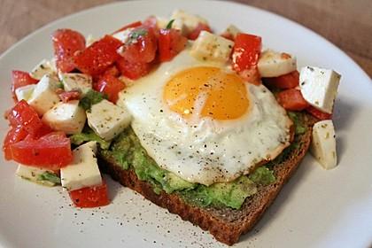 Caprese-Avocado-Breakfast-Toast 1