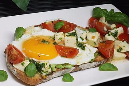 Caprese-Avocado-Breakfast-Toast 3