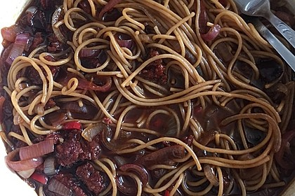 Spaghetti mit Balsamico-Zwiebeln (Bild)