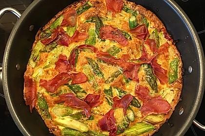 Giwalatos Tortilla vom grünen Spargel mit Serranoschinken
