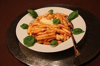 Pasta überbacken mit Mozzarella und Tomaten
