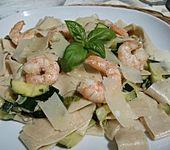 Bandnudeln mit Garnelen und Zucchini (Bild)