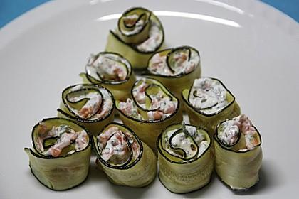 Mini Zucchini-Rouladen mit Räucherlachs (Bild)