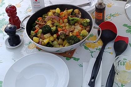 Gemüse-Wok-Pfanne mit Kartoffeln