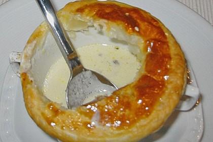 Weißwein-Käse Suppe mit Blätterteighaube 1