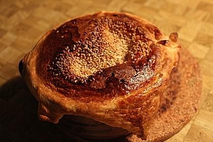 Weißwein-Käse Suppe mit Blätterteighaube 2