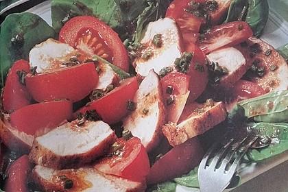 Tomatensalat mit Hähnchenfilet