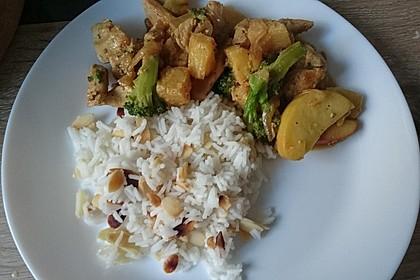 Fruchtiges Curryhuhn mit Mandelreis (Bild)