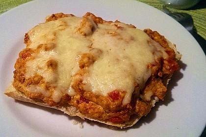 Baguette mit Tomaten-Oliven-Feta-Creme