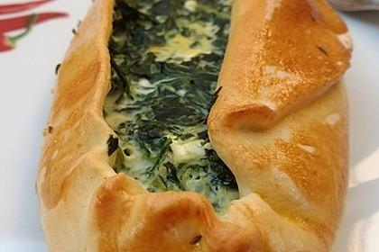 Pide mit Spinat, Schafskäse und Ei 3