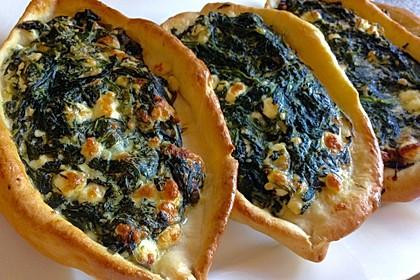 Pide mit Spinat, Schafskäse und Ei 5