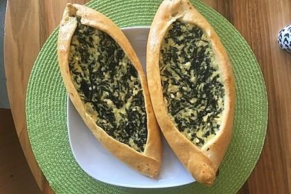 Pide mit Spinat, Schafskäse und Ei 2