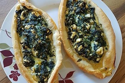 Pide mit Spinat, Schafskäse und Ei 11