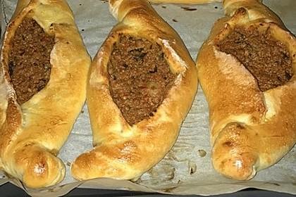 Pide mit Spinat, Schafskäse und Ei 22