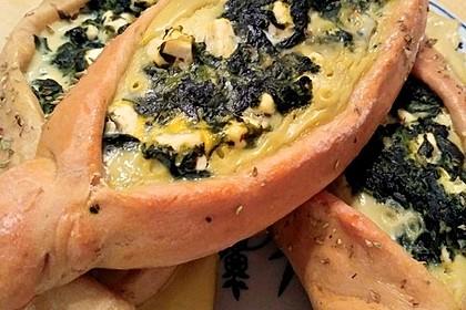 Pide mit Spinat, Schafskäse und Ei 7