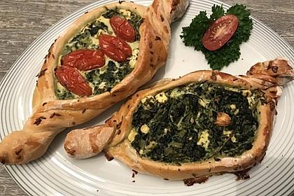 Pide mit Spinat, Schafskäse und Ei 4