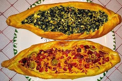 Pide mit Spinat, Schafskäse und Ei 6