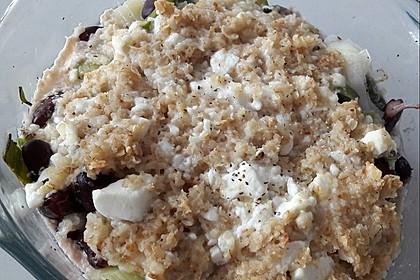 Gemüse-Bohnen-Gratin mit Haferflocken-Feta-Haube