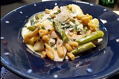 One-Pot-Pasta mit Spargel (Bild)