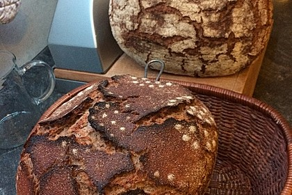 Sauerteig-Roggen-Weizen-Mischbrot im Topf gebacken 2