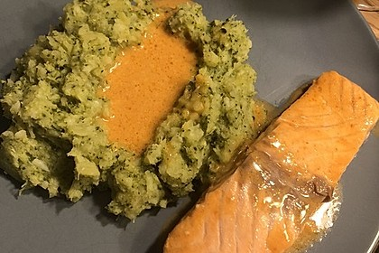 Lachs in Curry-Kokos-Soße mit Brokkolipüree 16
