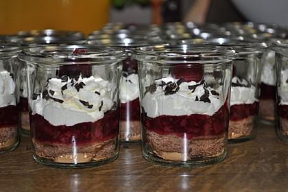 Schwarzwälder Kirsch-Dessert im Glas