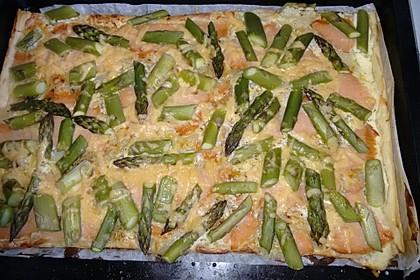 Räucherlachs und grüner Spargel auf Blätterteig 1