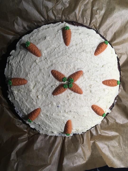 Carrot Cake Mit Frischkasetopping Karottenkuchen Auf Amerikanische