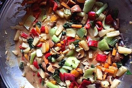 Gemüse mit Ananas in Erdnusssoße