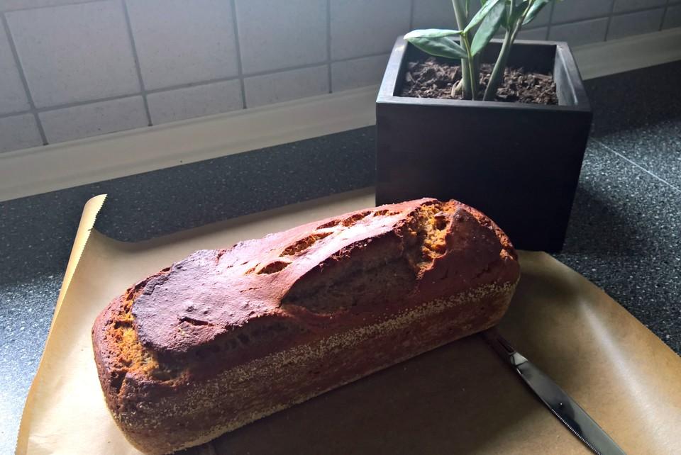Eiweiss Quark Kuchen Mit Bananen Und Haselnussen Von Baurben