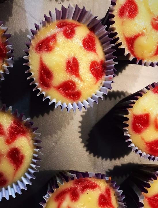 Kasekuchen Muffins Mit Erdbeerherzchen Von Deeniisee92 Chefkoch De