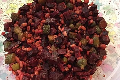 Quinoasalat mit Rote Bete und Gewürzgurken