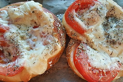 Gefüllte Tomate-Käse-Brezeln