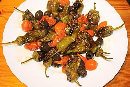 Bratpeperoni mit Oliven
