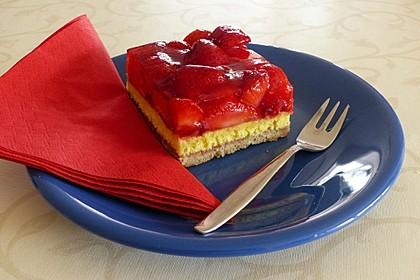 Erdbeer-Nuss-Schnitten