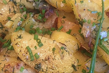 Bratkartoffeln aus rohen Kartoffeln mit Knoblauch und Dill 1