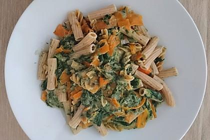 Vegane Lachsnudeln mit Spinat-Sahnesoße
