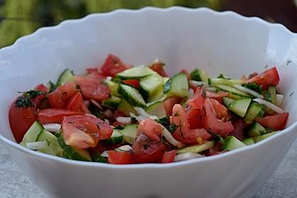 Tomaten-Gurken Salat mit Dill und Petersilie 2